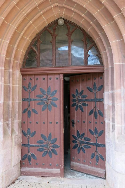 offene Kirchentüren